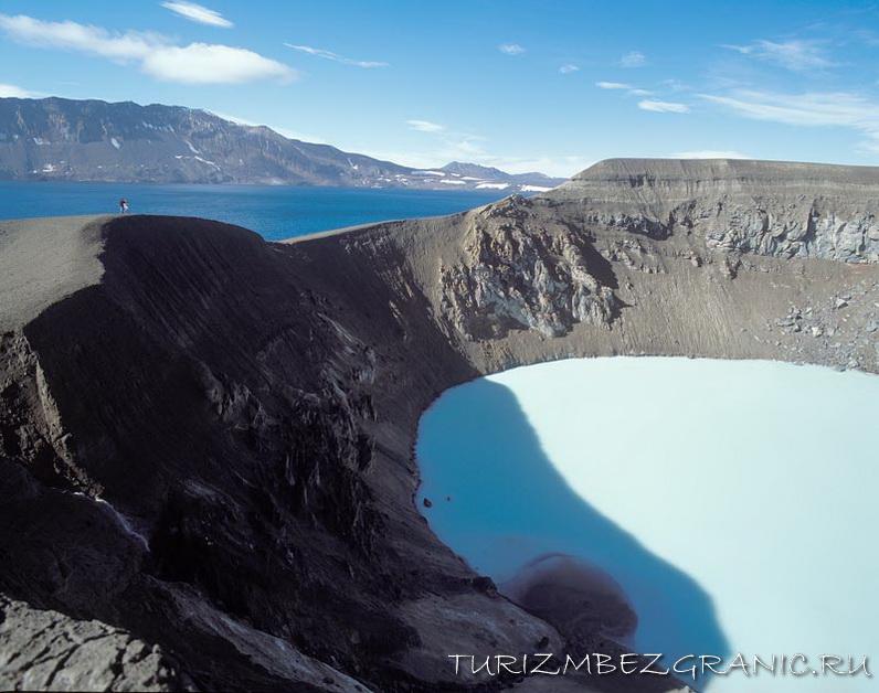 Вулкан Аскья и его озёра