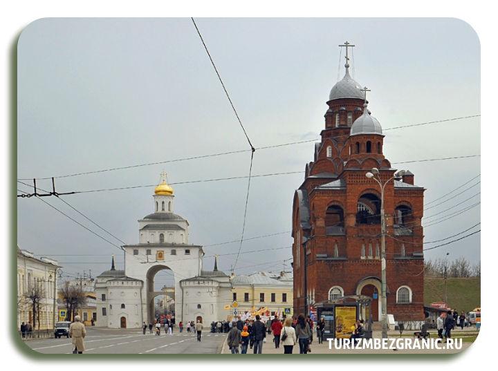 Вид на Троицкую церковь и Золотые Ворота с Дворянской улицы