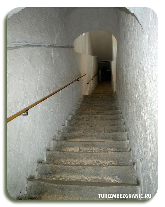 Лестница в Золотых воротах города Владимира