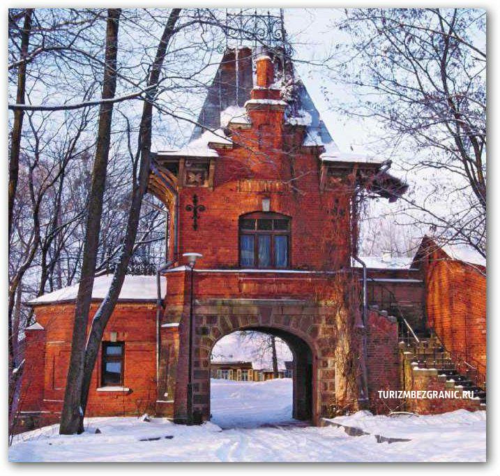 Ворота дворца в Беловежской пуще