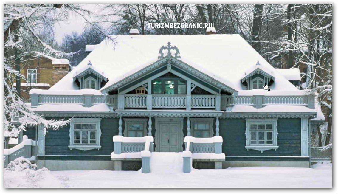 Самое старое и наиболее красивое здание Бяловежи - деревянный царский охотничий двор 1846 года постройки