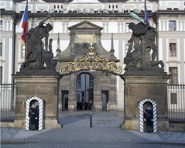 Ворота Матиаша, Пражский град