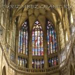 Своды собора св. Витта с витражами на окнах