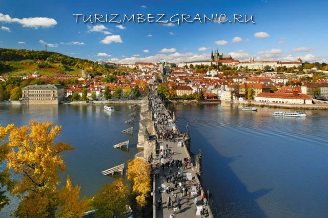 Карлов мост осенью