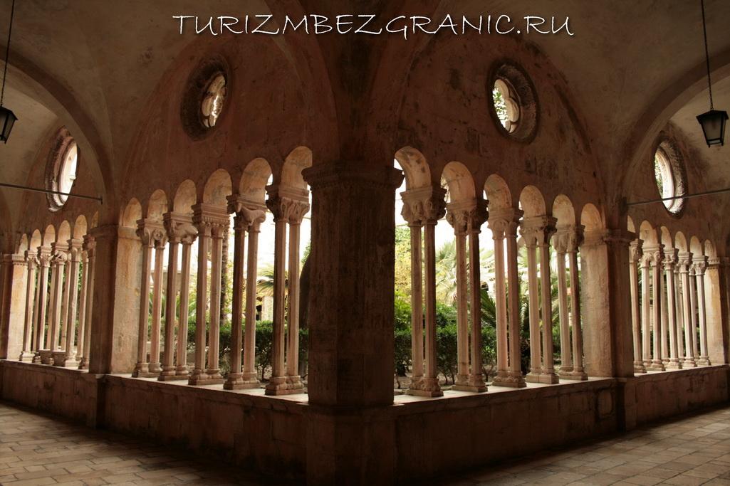 Внутренний двор Францисканского монастыря