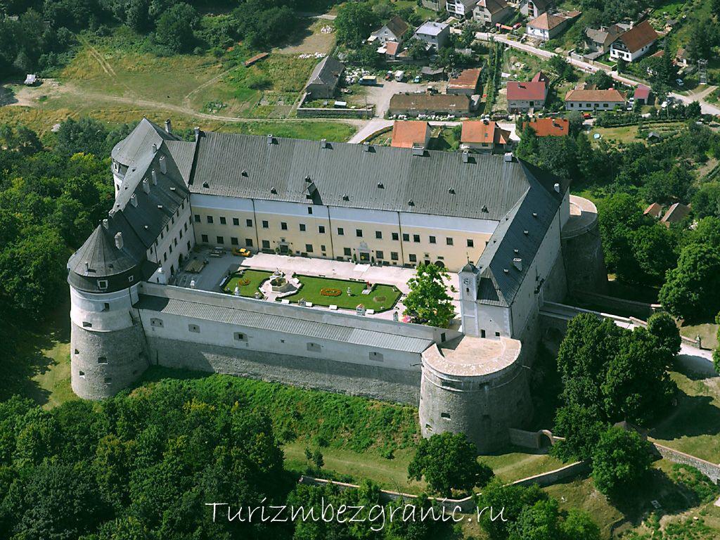 Красный камень, замок в Словакии