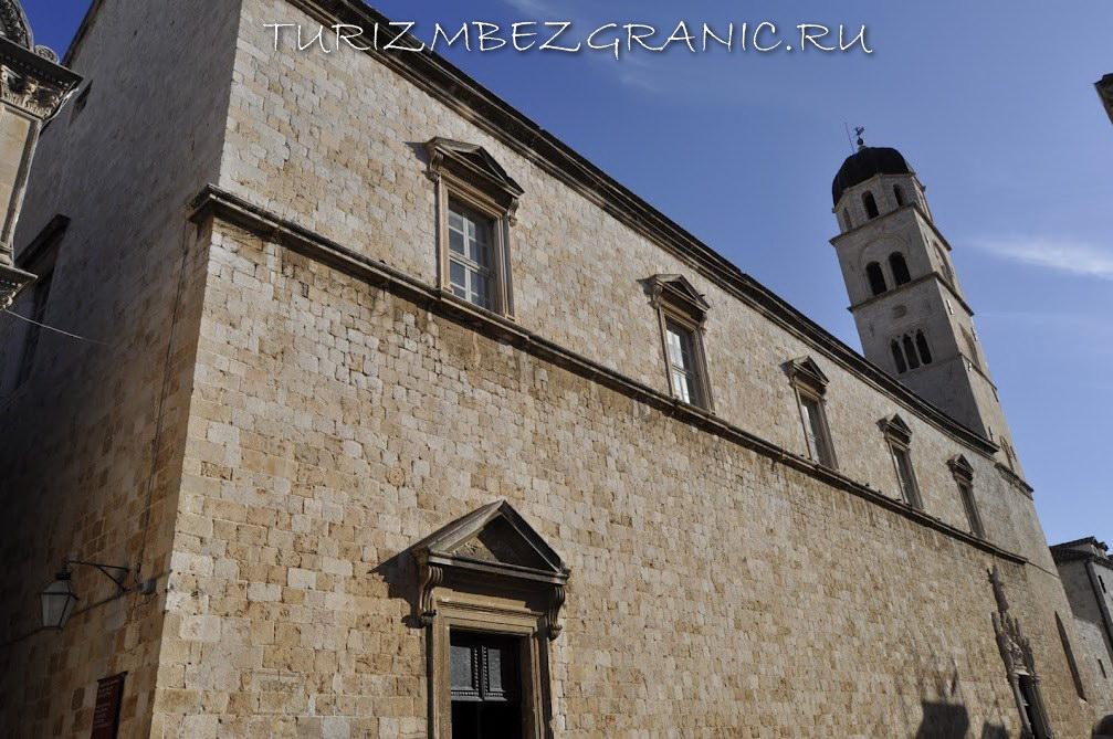 Здание монастыря францисканцев в Дубровнике