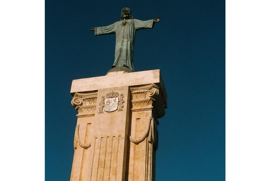 Статуя Иисусу Христу на горе Монте Торо