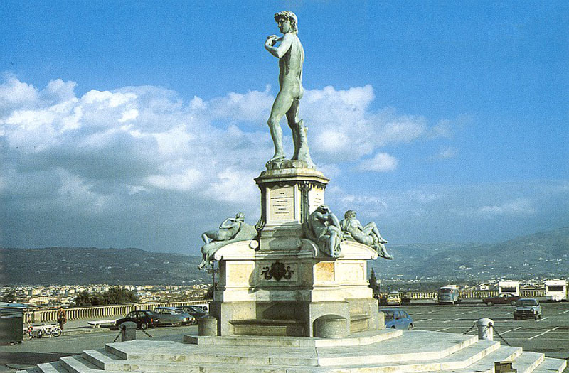 Давид. Мраморная статуя на площади Микеланджело во Флоренции
