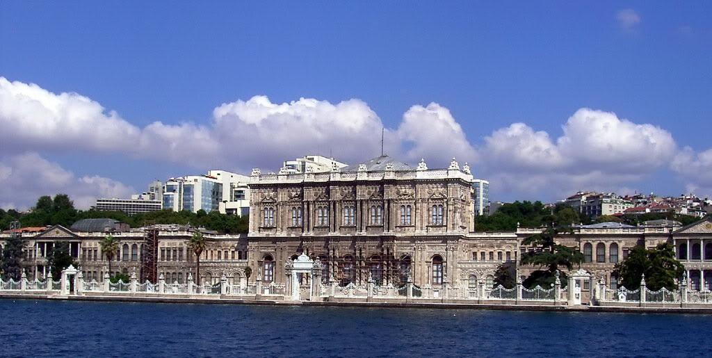 Дворец Долмабахчи в Стамбуле