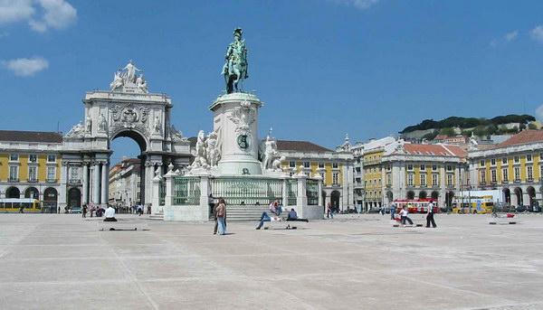 Триумфальная арка и Торговая площадь