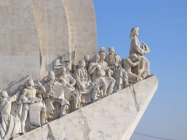 Памятник открывателям