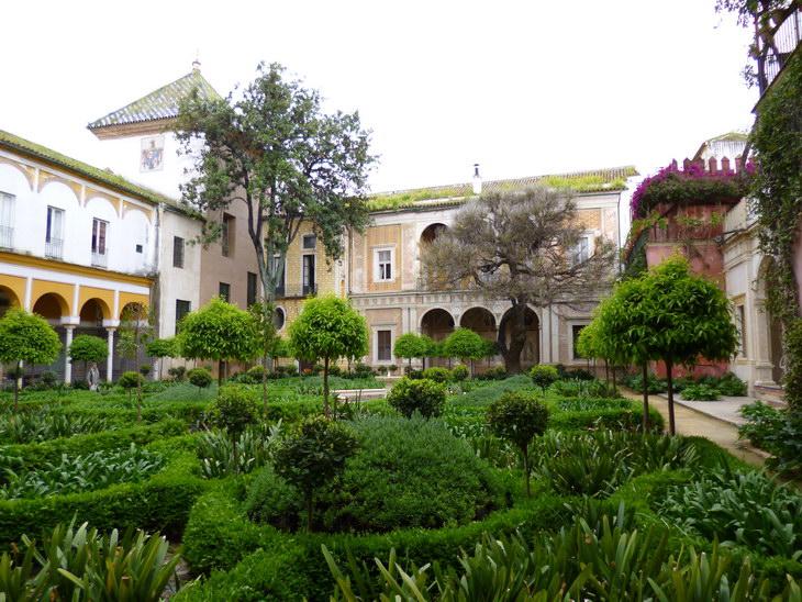 Сад во дворе дома Пилата